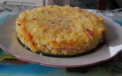 Gâteau de pommes de terre fourré au jambon
